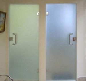 dveri-steklyannye-dlya-vannoj