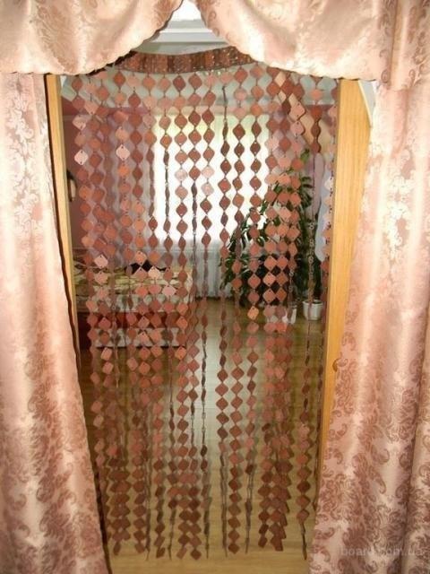 Декоративные занавески на двери