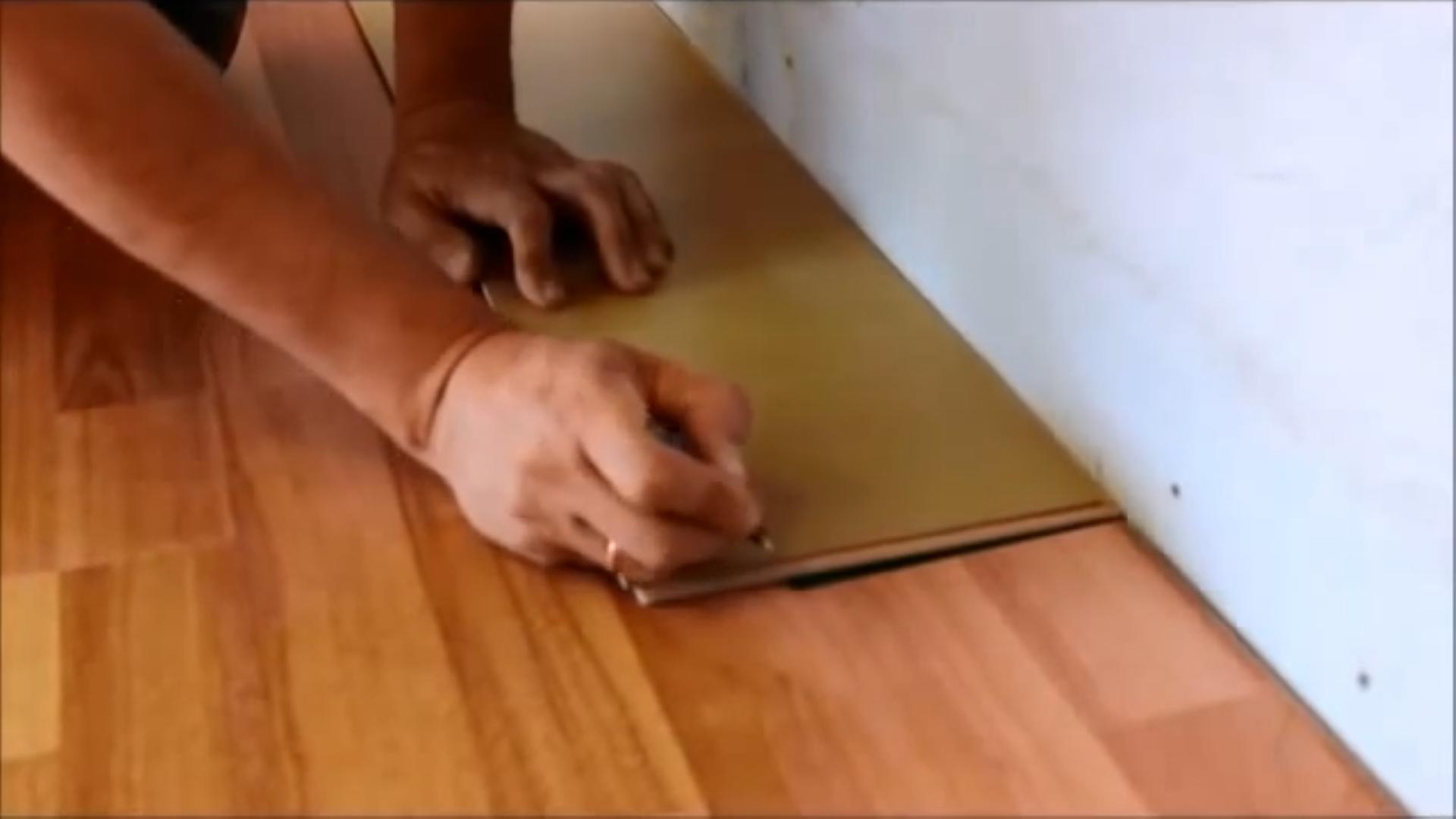 Положить ламинат на кухне своими руками видео