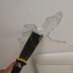 Удаление старой краски с потолка и стен: как снять побелку