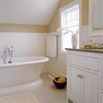 Покраска стен в ванной комнате, подбор краски и инструментов