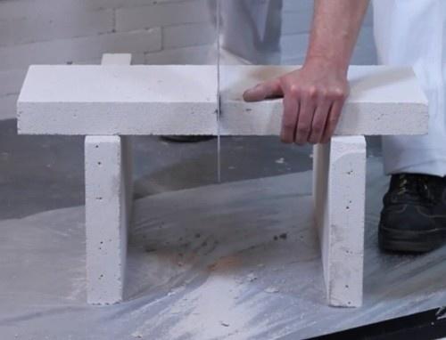 Блоки режутся при помощи пилы