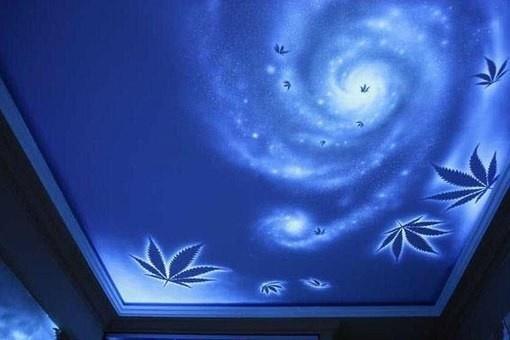 Рисунки с использованием светящихся пигментов