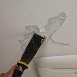 удаление краски с потолка