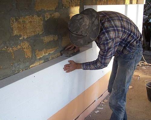 Цоколь выложен ЭППС, стена утепляется ПСБ-25